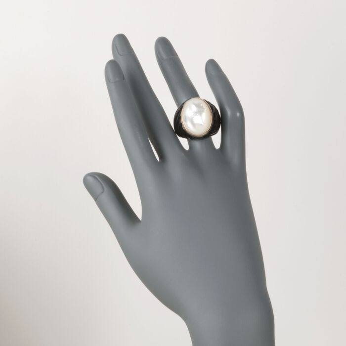 Mother-Of-Pearl and Black Agate Ring in 14kt Yellow Gold